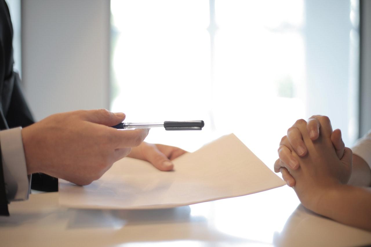 Unterzeichnung einer Versicherung